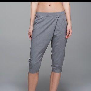 NWT retreat yogi crop (grey)